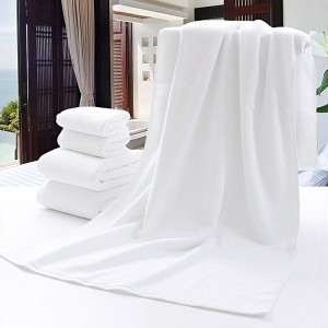 Factory selling Luxurious Queen Size Quilt -